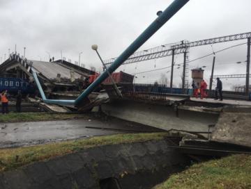 Обрушение моста над железнодорожным полотном в Амурской области
